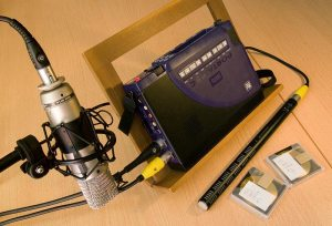 HHB MiniDisc recorder with Røde studio mic in foreground and Sennheiser shotgun mic below.